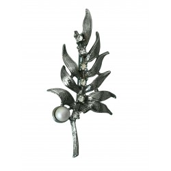 Silver tone brooch with real pearl