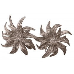 Silver screw back filigree earrings